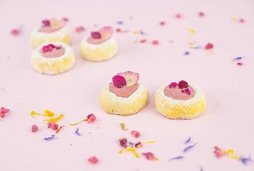 Mandlové koláčky s růžovou vodou