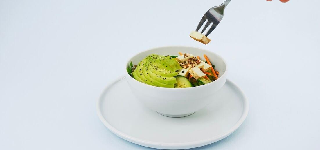 Konečně zdravý salát, který zasytí a chutná. Jak na něj?
