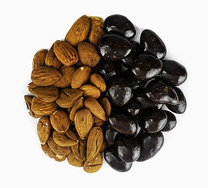 Mandle v 70% horkej čokoláde
