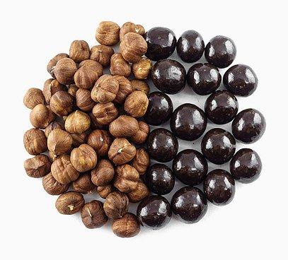 Lieskové orechy v 70% horkej čokoláde