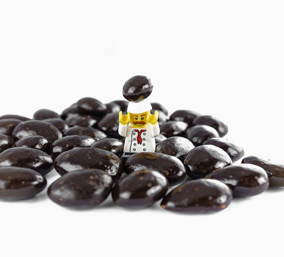 Mandle v 70% hořké čokoládě